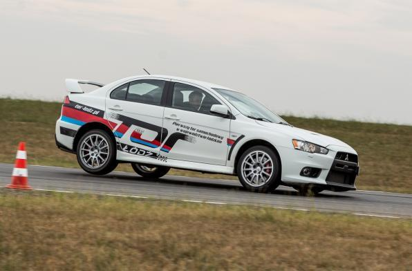 Co-Drive Mitsubishi Lancer Evolution X  Attack 400, 8 okrążeń