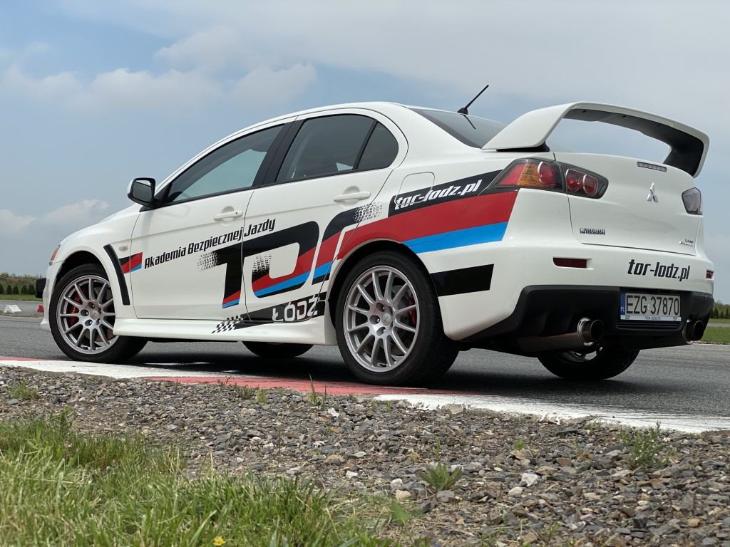 Mitsubishi Lancer Evolution X Attack 400 GSR